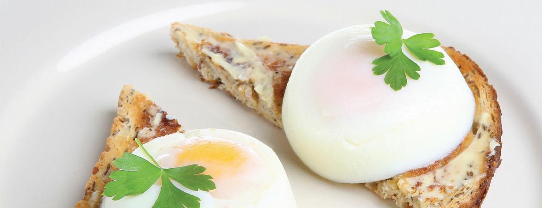 mic dejun cu oua si paine prajita Alexandra Alexandru specialist nutritie
