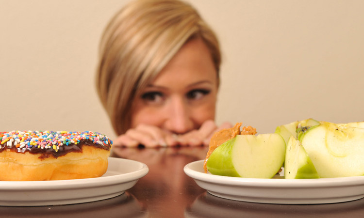 alegere mic dejun gogoasa sau mar verde Alexandru Alexandra specialist nutritie