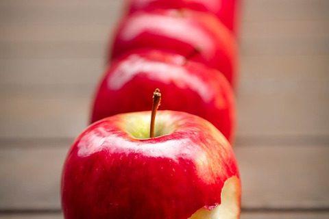 Prăjitură cu mere și scorțișoară fără zahăr sau îndulcitori