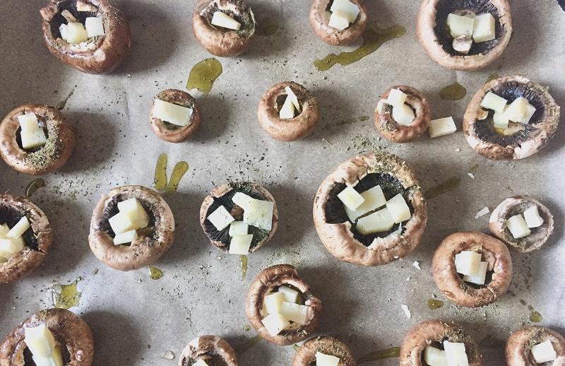 Rețetă simplă pentru cină - ciuperci brune cu brânză Pecorino